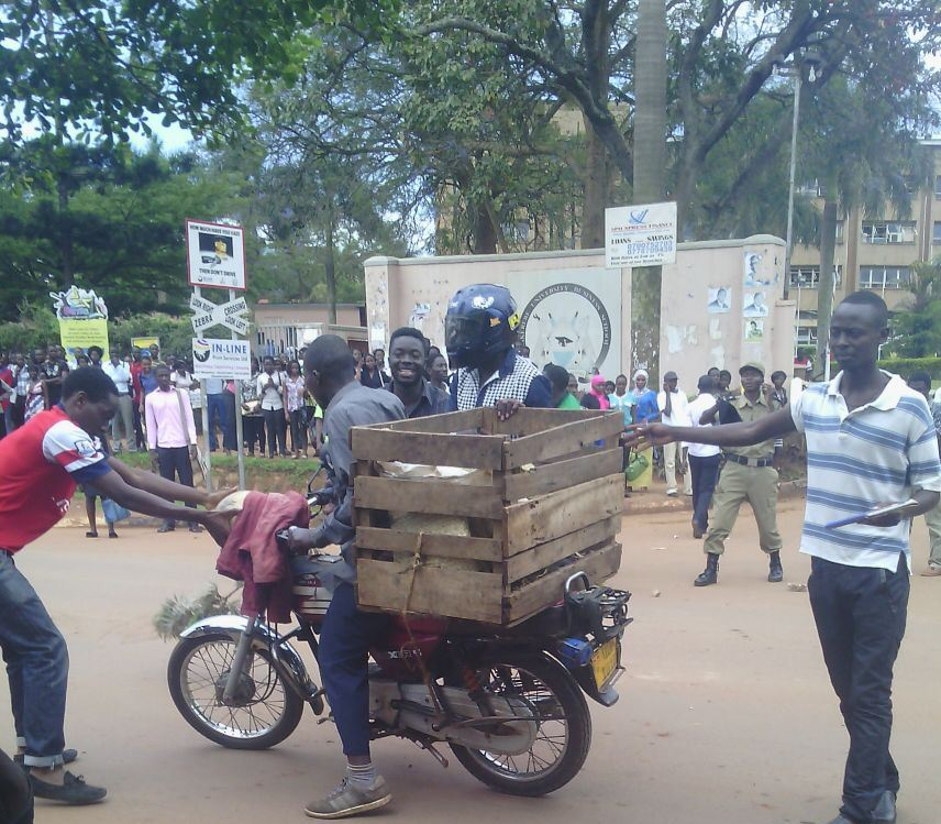 BREAKING NEWS! Mubs students on strike - CampusBee