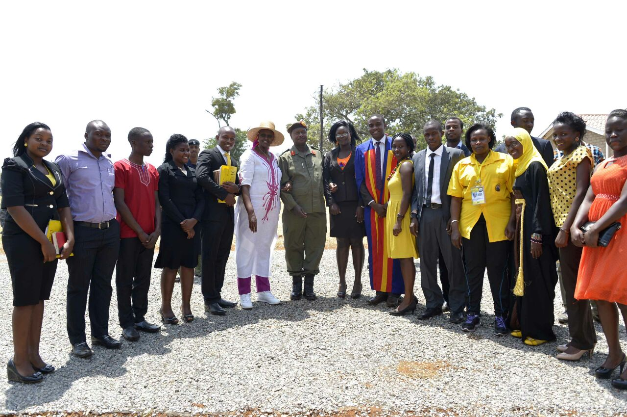 HE YK Museveni with First Lady, Janet Kataha pose for a photo with the 2015 UNSA body at Kyankwazi (FILE PHOTO)