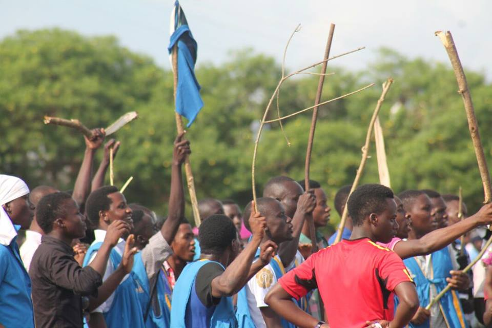 Kyambogo students wielding sticks ready to punish their counterparts. These students mistook a football match for a fight night.