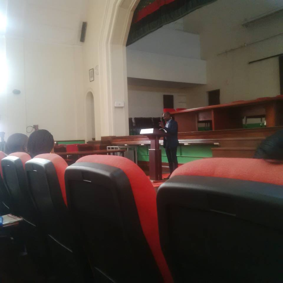 Andrew Mwenda addresses MAK students during the public lecture.