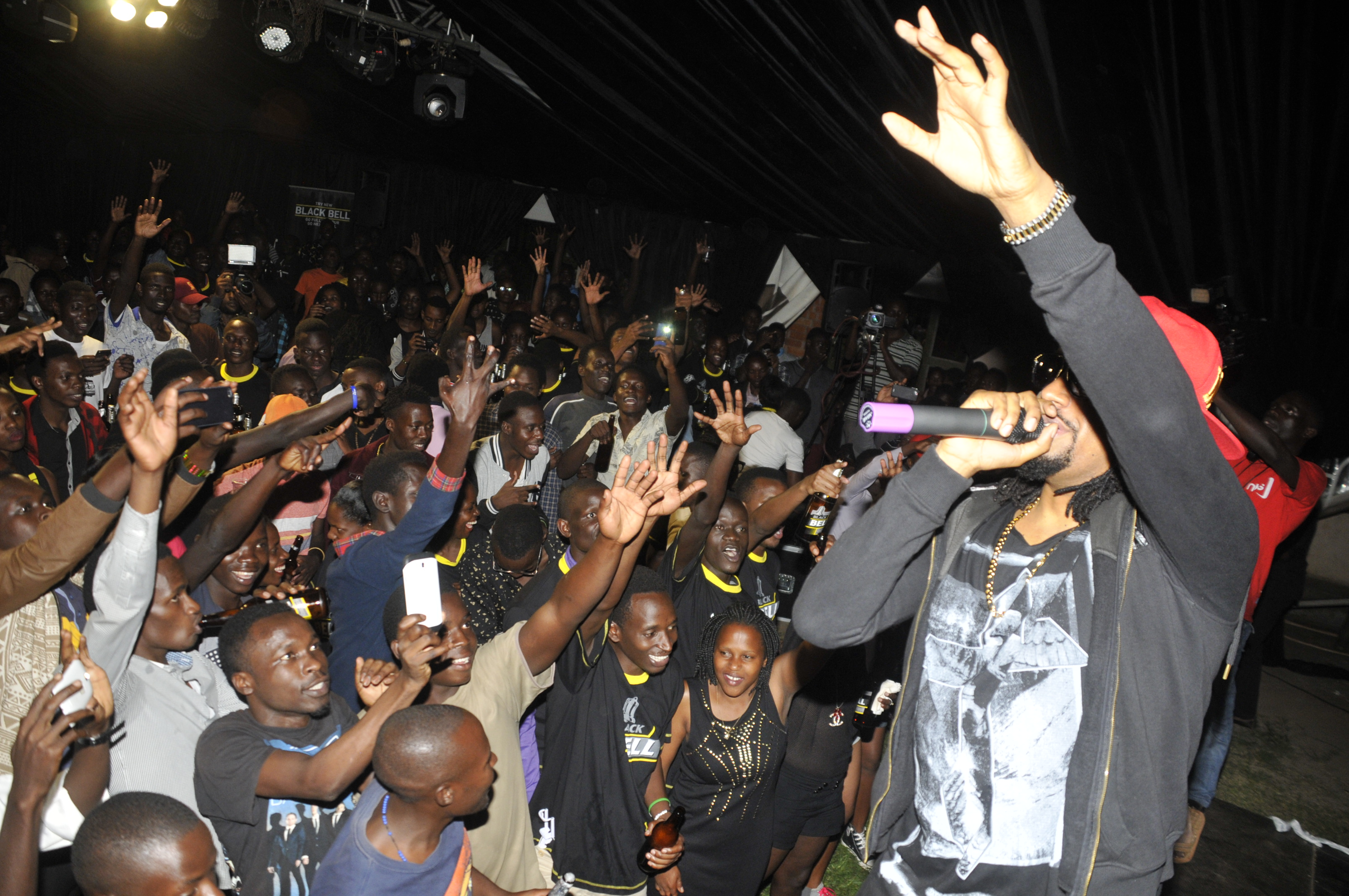 The crowd grooving to Navio's music
