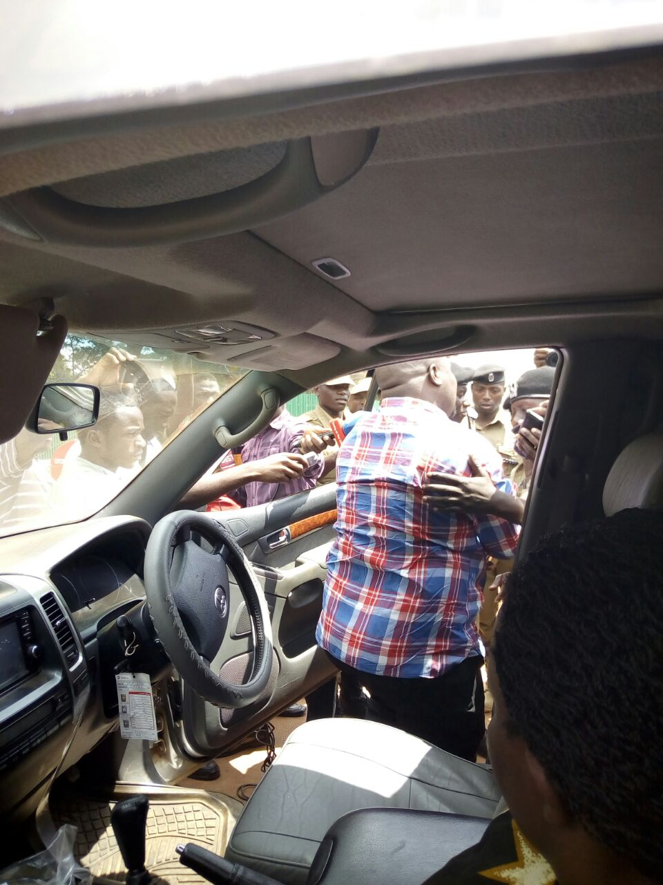 Munyagwa being pulled out of his car by police
