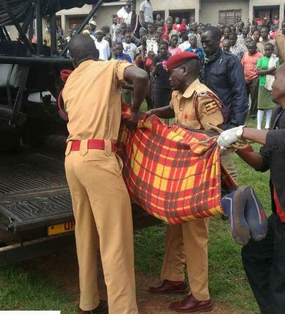Prison warders carrying the decead's body